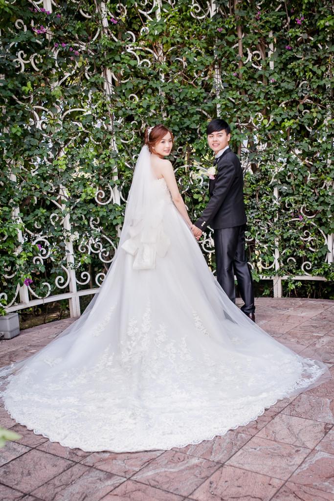 性感風格禮服,知名台中新秘,自然眼妝教學,旗袍造型,新娘編髮,美背婚紗,閨蜜婚紗