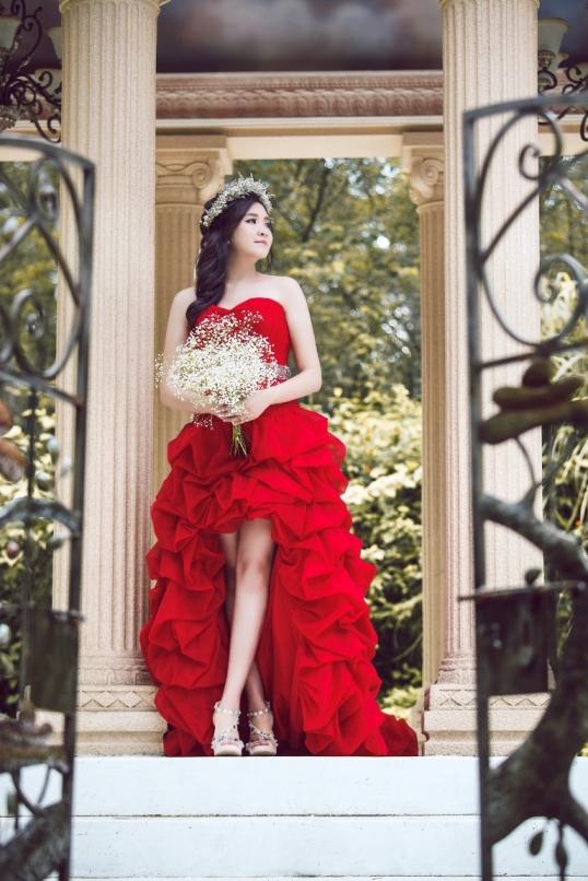 自助婚紗,外拍造型,自然眼妝教學,自然妝感,飾品搭配,經典復古風格,手工禮服